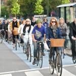 Trung Quốc, Singapore, Malaysia đã cấm xe máy đi trong thành phố, họ đi làm bằng gì?