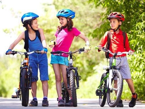 Trẻ em đi xe đạp thể thao