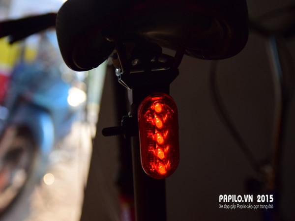 Đèn gắn cọc yên SH 105