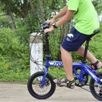 Nhìn con trai, tôi ước mình đã mua xe đạp gấp sớm hơn